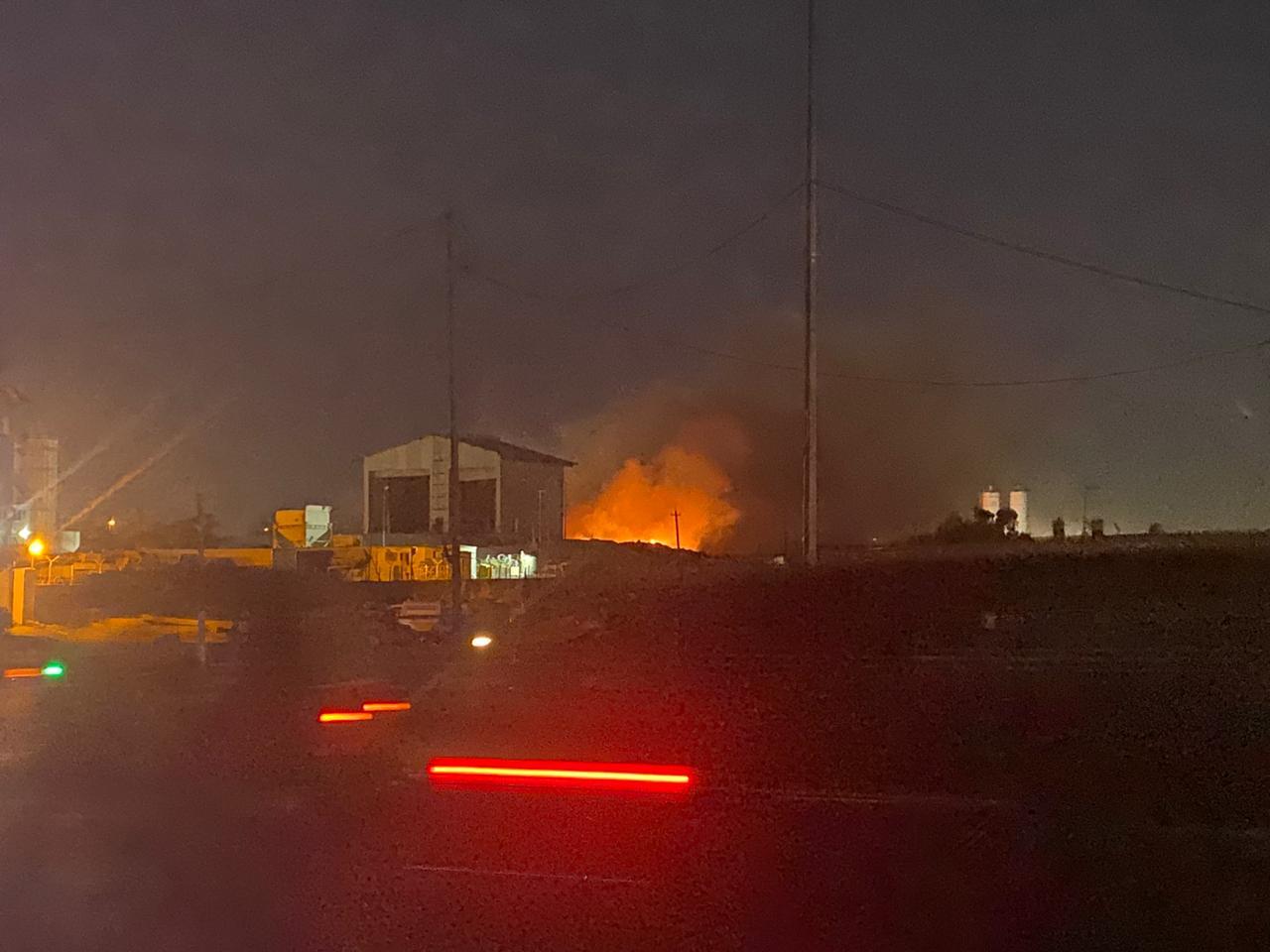 """بالصور .. اختناق ٧ اطفال و١١ من كبار السن جراء حرق مكب النفايات """"داخل منطقة سكنية"""""""