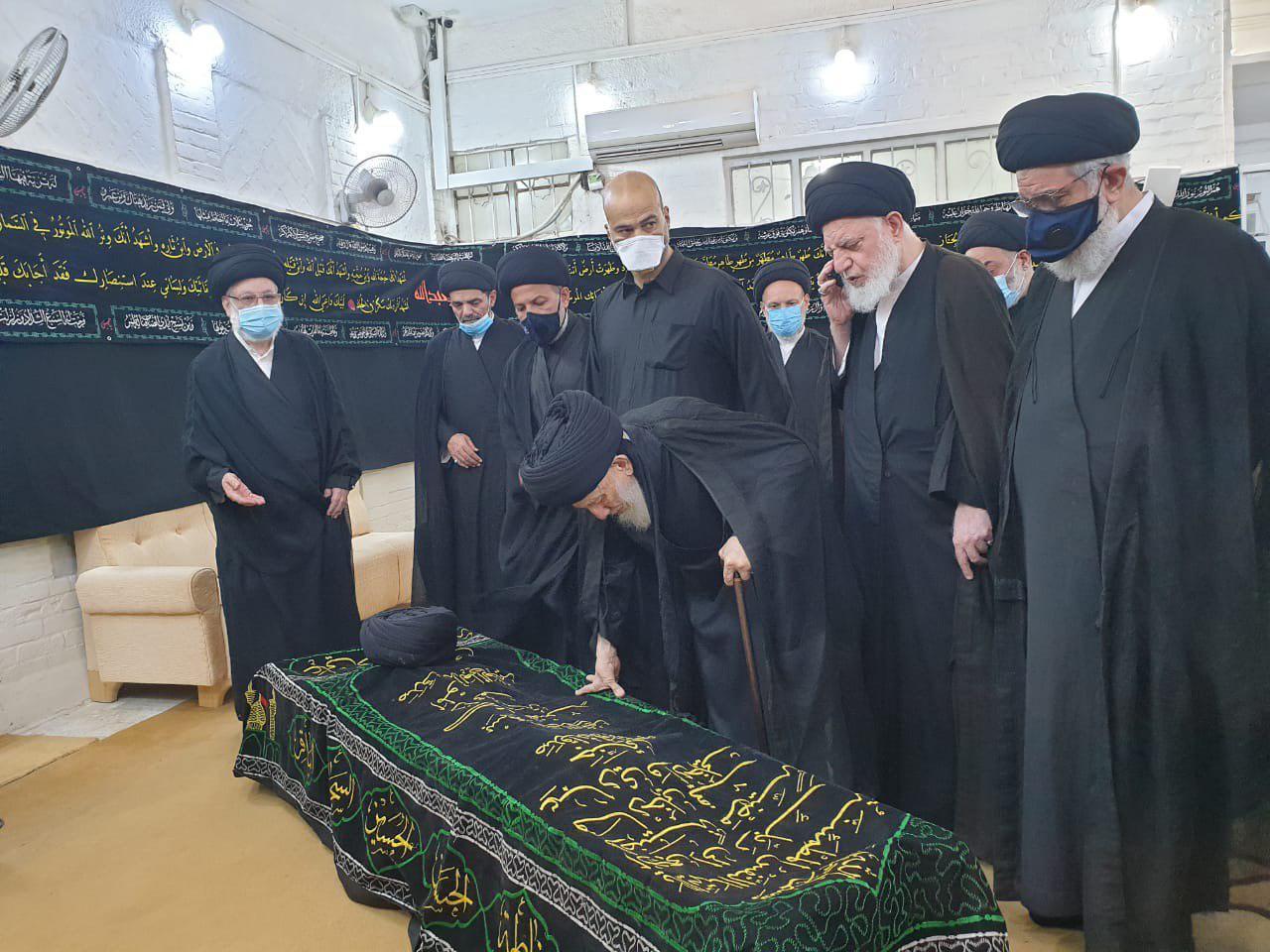بالصور: اقامة صلاة الجنازة على جثمان السيد محمد حسين الحكيم