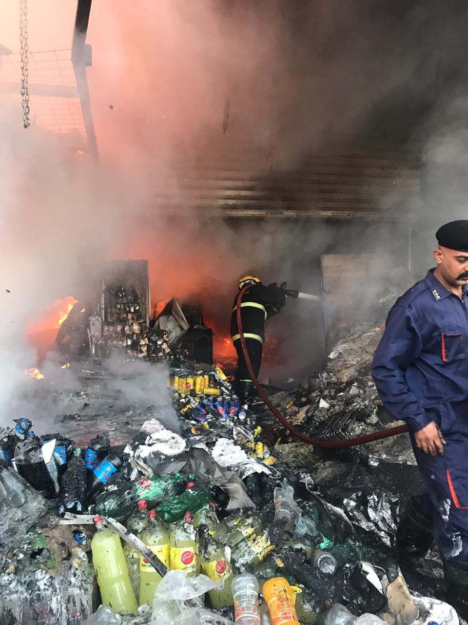 بالصور .. الدفاع المدني يخمد حريق الغيث