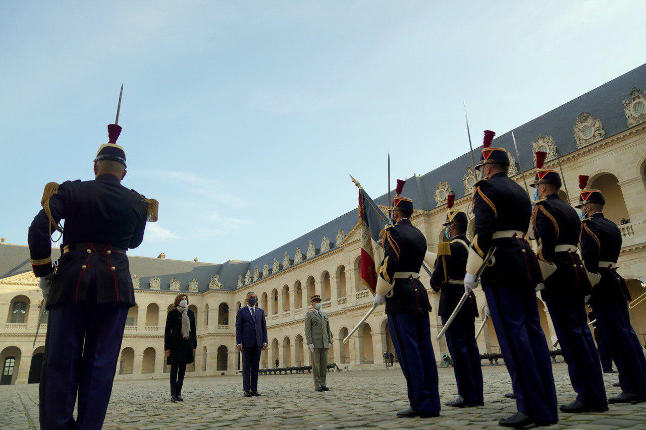 بالصور ..مراسم استقبال رئيس مجلس الوزراء مصطفى الكاظمي في فرنسا