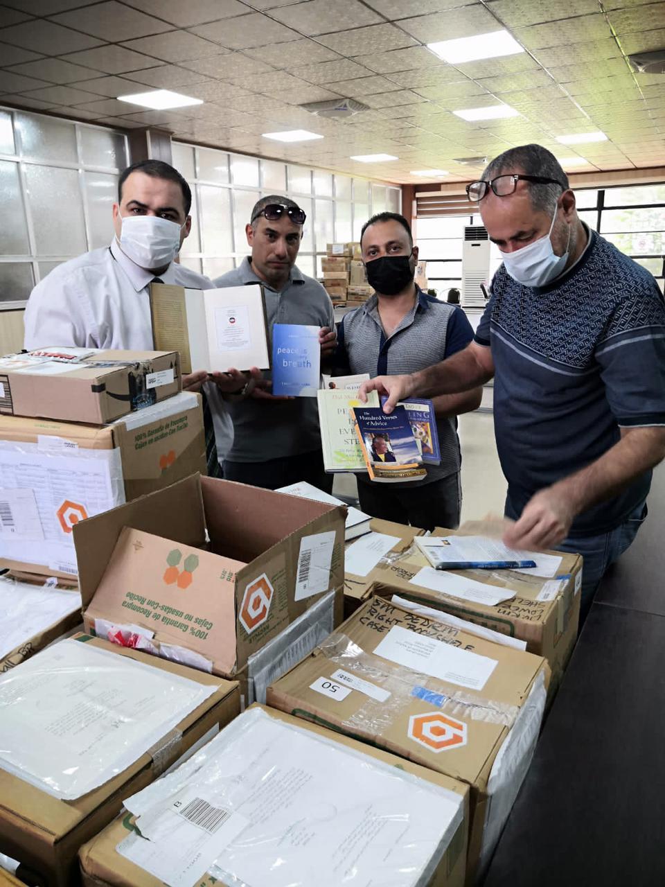 """قنصل لوس انجلوس يعلن عن وصول كتب """"ديان ماوت"""" الى مكتبة جامعة الموصل"""